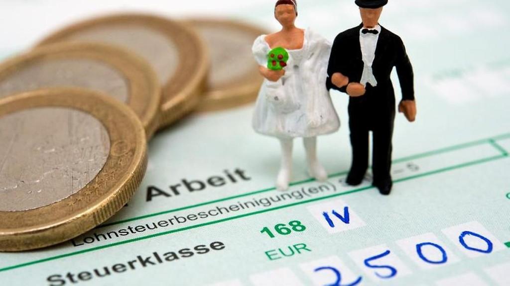 Bei-den-Steuerklassen-koennen-Ehepaare-zwischen-verschiedenen-Moeglichkeiten-waehlen-die-Entscheidung-haengt-auch-von-der-Hoehe-des-Einkommens-ab